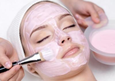 Kosmetische Gesichtsbehandlung